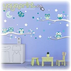 Vinilo infantil para pared de búhos sobre ramas con estrellas y luna.