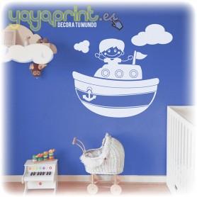 Vinilo infantil de barco con niño marinero para la pared de dormitorios infantiles. La decoración más marinera.